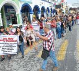 Marchan en protesta tianguistas ante cobros excesivos en la aduana