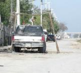 Obstruyen el paso de peatones y vehículos