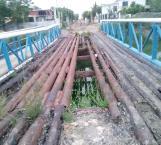 Piden reparación de puente derruido en colonia Azteca