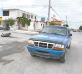 Chocan camioneta y motocicleta, limpian escenario del accidente