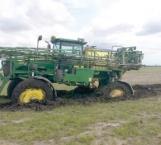 Se hunde maquinaria en tierras enfangadas