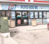 Violento asalto a mano armada en tienda de conveniencias