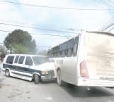 Dos heridas en chqoue de transporte