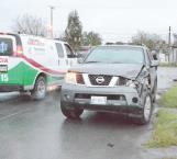 Por no respetar las señales viales colisionan camionetas