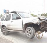 Cambio de carril es causa de un aparatoso choque