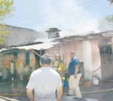 Destruye su casa con incendio
