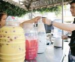 Exhortan a comerciantes de aguas frescas a utilizar agua purificada para sus productos