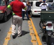 Conductora embiste a motociclista repartidor