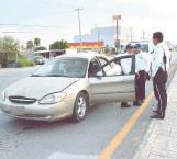 Queda conductor botado al volante