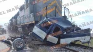 Sobrevive conductor a embestida de tren