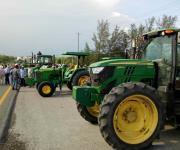 Bloquean campesinos varias carreteras federales
