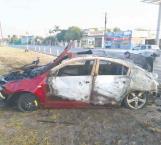Se incendia vehículo impactado