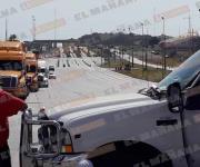 Campesinos bloquean acceso al Puerto de Altamira