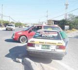 Colisiona taxi contra camioneta