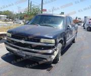 Provoca conductor triple choque; 2 lesionados