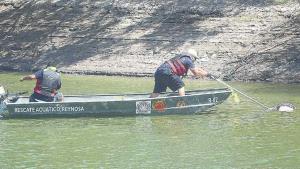 Localizan cuerpo flotando en canal