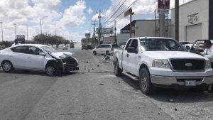 Daños materiales deja accidente vial