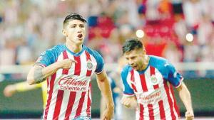 Alan Pulido, en plan goleador