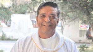 Asesinan sacerdote afuera de su iglesia