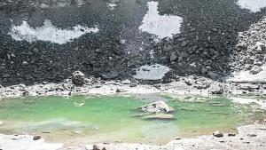 El lago 'escupe' esqueletos