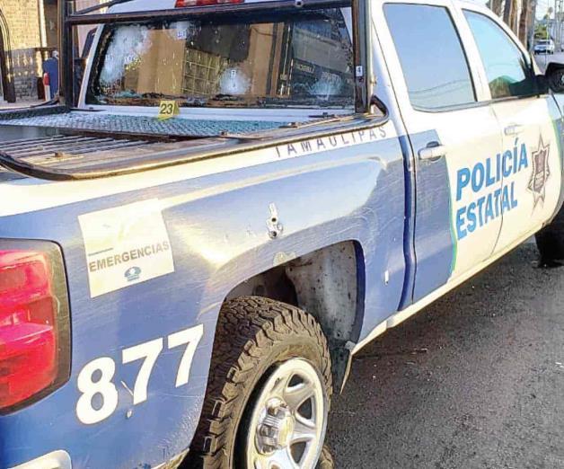 Pistoleros desafían a policías