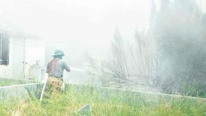 Rebasan incendios a los bomberos