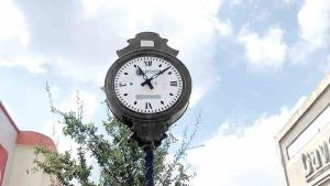 No pasa el tiempo por tradicional reloj