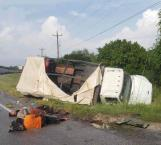 Lesionados dos trabajadores; se vuelcan en tramo Victoria-Matamoros