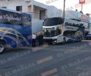Choca autobús foráneo a pesera de ruta 20