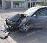 Camión se impacta contra un carro