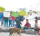 Bloquean salida a Monterrey
