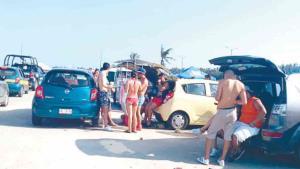 Reglamentarán beber alcohol en la Playa Miramar
