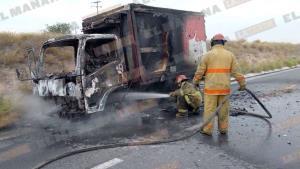 Se incendia camión que transportaba leche