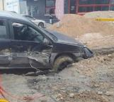Causan obras sanitarias accidente vial