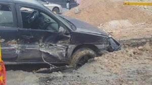 Causan obras sanitarias accidente vial
