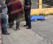 Fallece un hombre en la vía pública