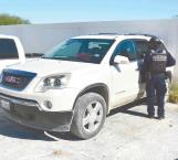 Abandonan camioneta luego de persecución