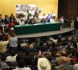 Alcaldes entran por la fuerza al no encontrar respuestas a sus peticiones