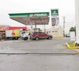 Hombres armados asaltan gasolinera