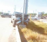 Abandona camioneta luego de chocarla