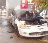 Se le quema carro a mecánico