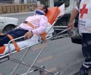 Herido pasajero, al chocar su taxi contra una Blazer
