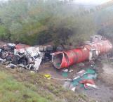 Cierran carretera Victoria-Matamoros por volcadura de camión con diesel
