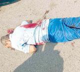 Asesinan a un exrural, hieren a mujer y niño