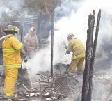 Fuego arrasa dos viviendas
