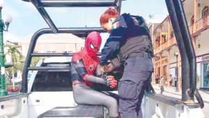 Arrestan al hombre araña