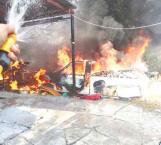 Se queman tres camionetas