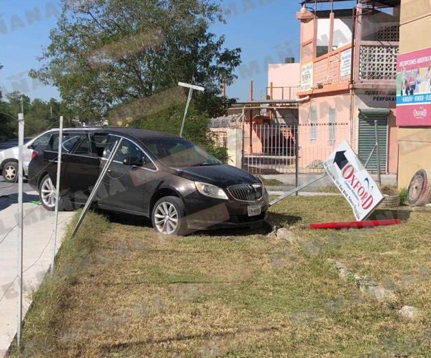 Pierde control de auto al huir de 'carjacking'