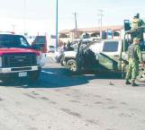 Chocan militares en plena avenida