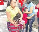 Rescatan vecinos a niños de incendio